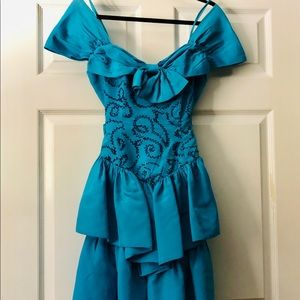 Dresses & Skirts - Vintage 1980s ruffled prom dress - costume party
